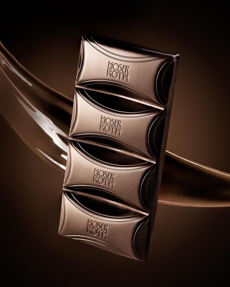 Moser & Roth Chocolate Bar with chocolate splash and glow behind