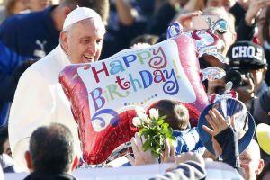 Quelle est la probabilité que deux personnes présentes au même conclave soient nées le 17 décembre 1936? Plus qu'on le croit. Photo Reuter.