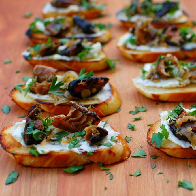 mushroom crostini | joeshealthymeals.com