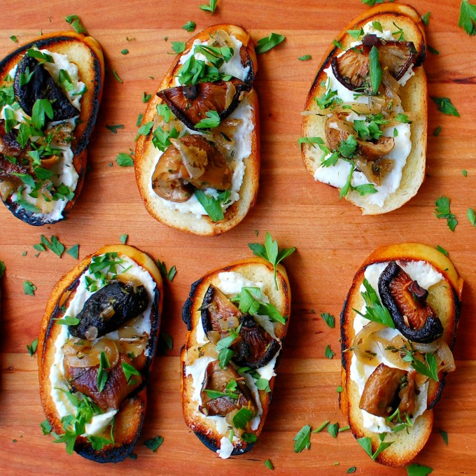 mushroom crostini with fromage fort | joeshealthymeals.com