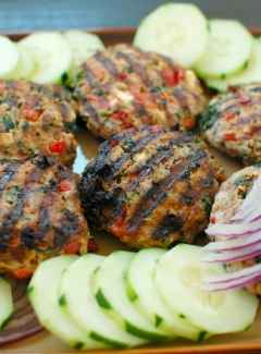 Turkey Burgers Greek Style. Grill up some delicious, healthy burgers. This is a fabulous recipe! | joeshealthymeals.com