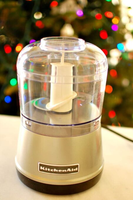 12 gift ideas under 50 dollars. Buy the cook in your house a kitchen tool. | joeshealthymeals.com