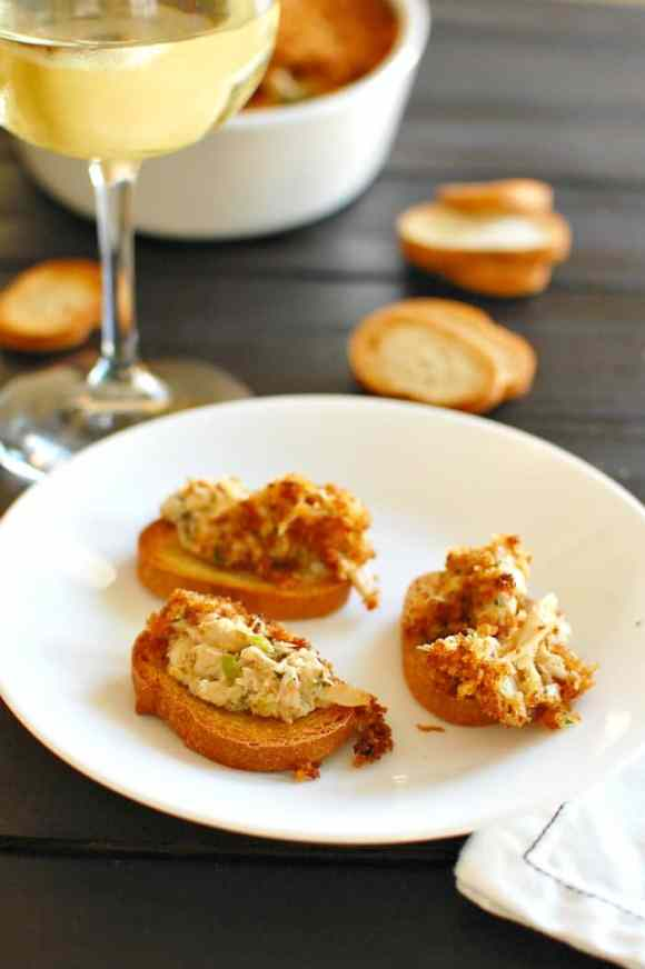 Easy crab dip recipe. Outstanding crab flavor with just the right amount of spiciness. | joeshealthymeals.com