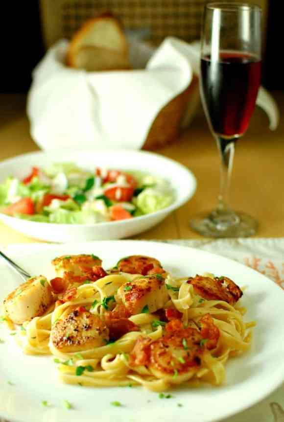 Seared scallops with garlicky pasta. Tasty seared scallops with a simple garlicky, white wine sauce. | joeshealthymeals.com