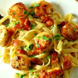 Seared Scallops with Garlicky Pasta