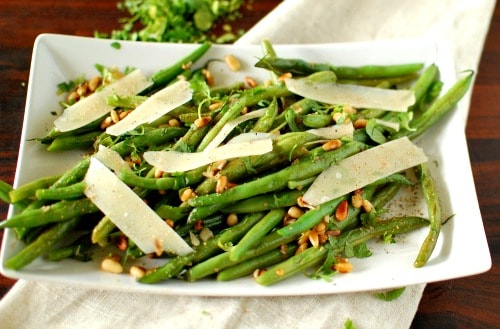 Sauteed green beans with pine nuts and Parmesan. What a tasty side dish! | joeshealthymeals.com