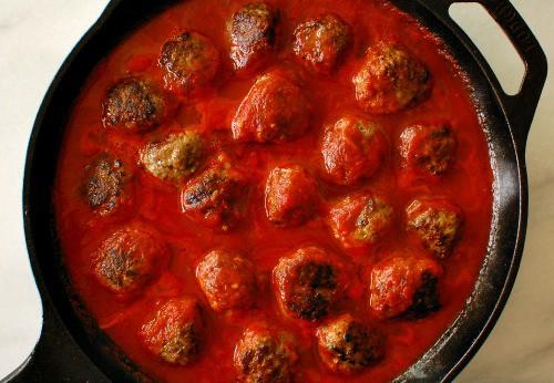 Italian meatballs in marinara. Delicious start to the cheesy meatball skillet. | joeshealthymeals.com