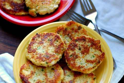 Fried cauliflower patties. Delicious, low carb potato substitute. | joeshealthymeals.com