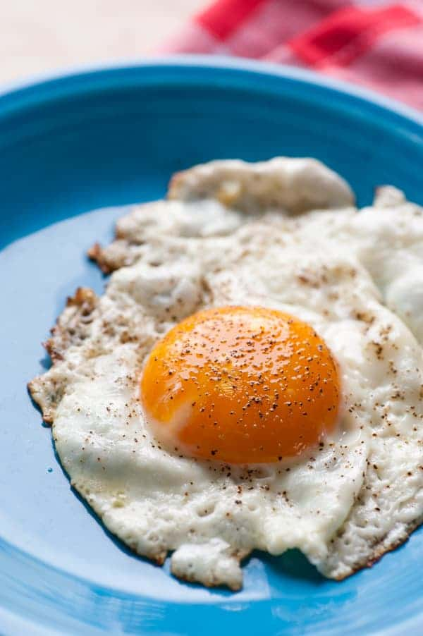 Fried egg and cheese sandwich. A yummy sandwich you will love for breakfast or lunch.   joeshealthymeals.com