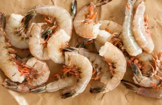 Raw shrimp for one pan orzo shrimp. | joeshealthymeals.com