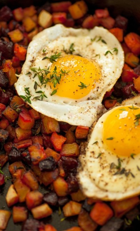 Healthy roasted fall vegetable hash with fried eggs. Make lots because you'll want leftovers...like roasted vegetable hash with fried eggs! | joeshealthymeals.com