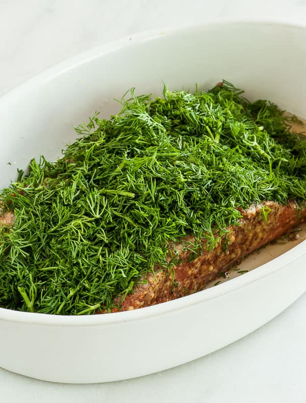 Gravad lax. This is an easy, but fancy hors d'oeuvres that is perfect for the Holiday season. | joeshealthymeals.com