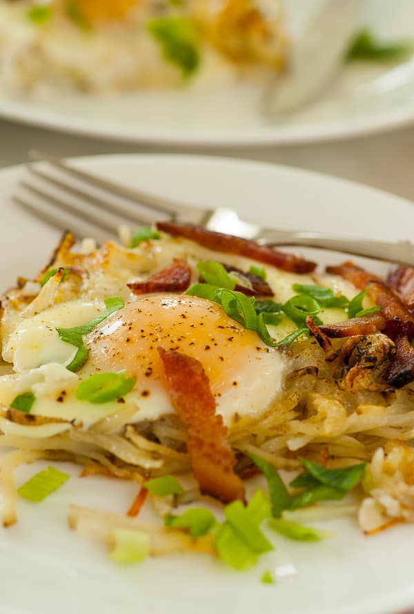 Cheesy hash browns bacon and eggs. Baked breakfast that's easy and tasty! | joeshealthymeals.com