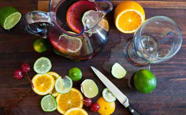 Simple summer sangria spritzer. Just the most refreshing summer drink there is. | joeshealthymeals.com
