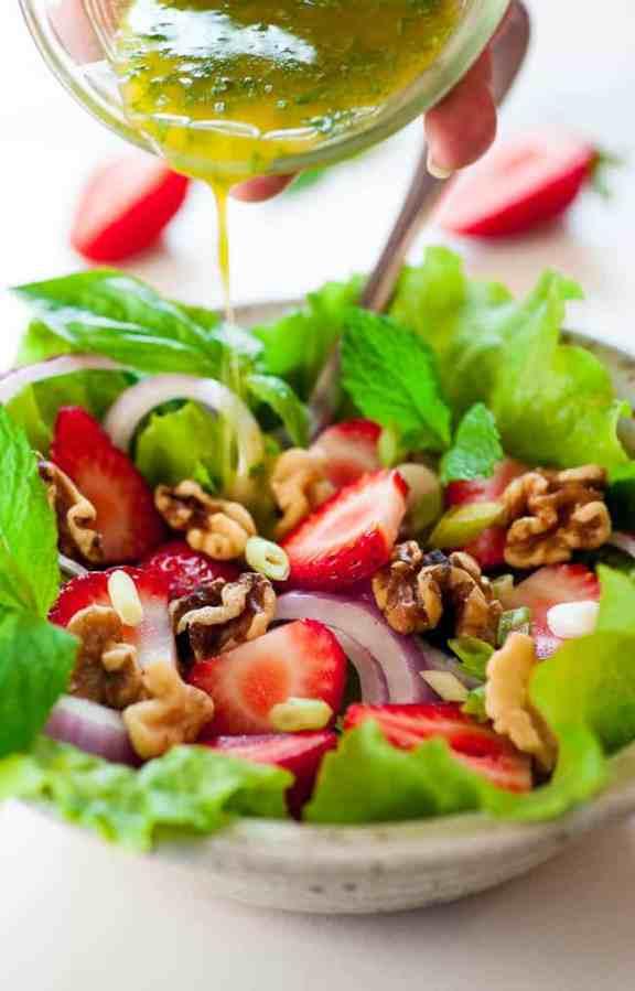 Fresh greens salad with basil mint vinaigrette. Tasty combination of flavors for a healthy salad. | joeshealthymeals.com