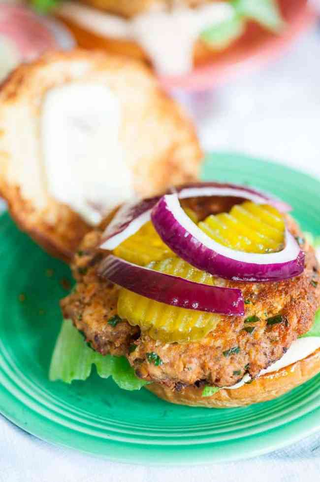 These salmon patty sandwiches on toasted buns are easy, inexpensive and taste so good. | joeshealthymeals.com