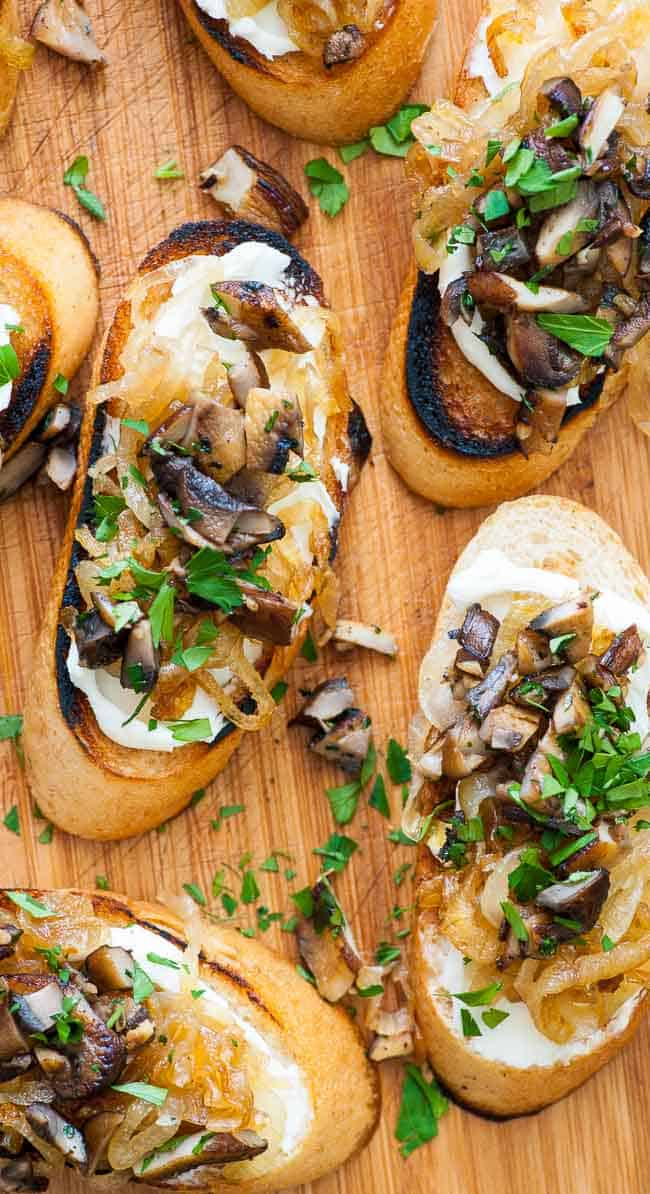 caramelized onion crostini, Caramelized onion crostini with mushrooms. Perfect appetizer for holidays, bowl games, NFL playoffs and the Super Bowl.   joeshealthymeals.com