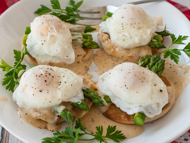 Poached egg breakfast muffin. | joeshealthymeals.com