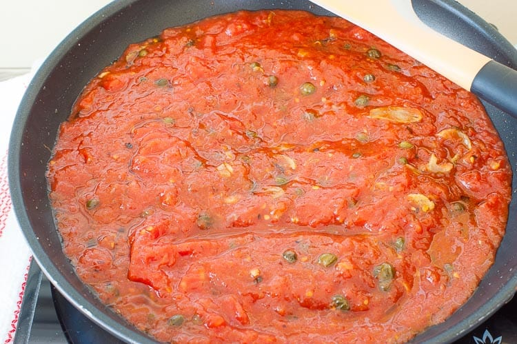 Tomatoes are added to make the sauce.