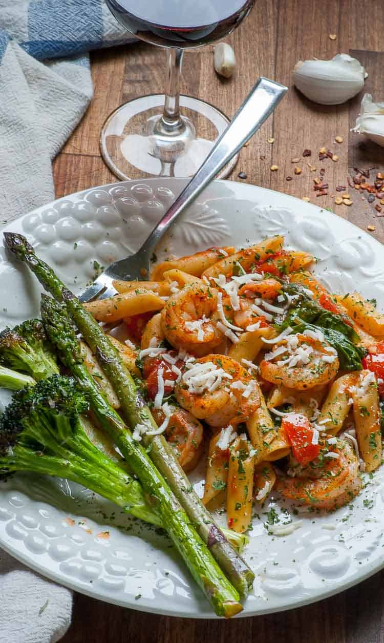 Tomato spinach pasta with spicy shrimp is a 30 minute meal that's perfect for a busy family. | joeshealthymeals.com