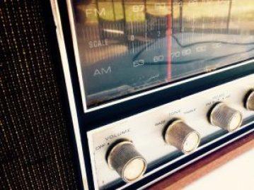 radio-964684_1280
