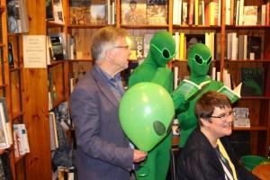 Aliens reading