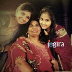 kajal raghwani with sister and mother