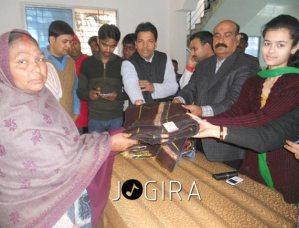 Bhojpuri Actress Vaishnawi distribute blankets