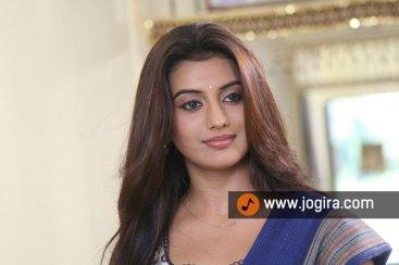 Actress Akshara singh selfi