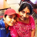 kajal raghwani with mother