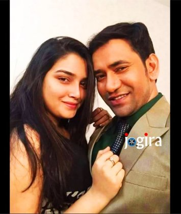 amrapali dubey selfi with nirahua