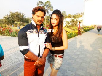 khesari lal yadav still with mohini ghosh