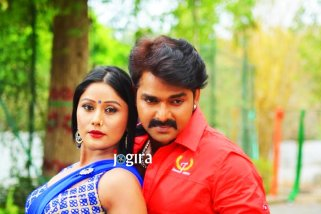 shikha mishra and pawan singh in bhojpuri film dhadkan