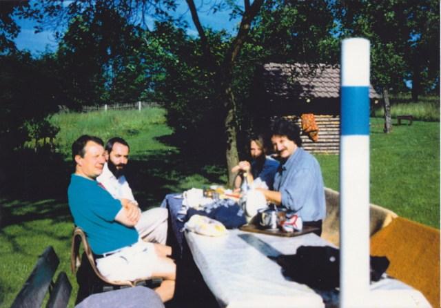 Am nächsten Morgen zum Frühstück im Crocker Pfarrgarten.