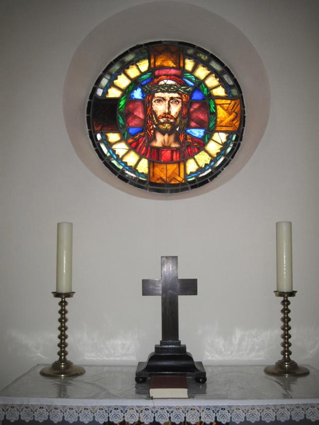 """Das """"Christus-Fenster"""", gestiftet von Pfarrer August Schwab 1928."""