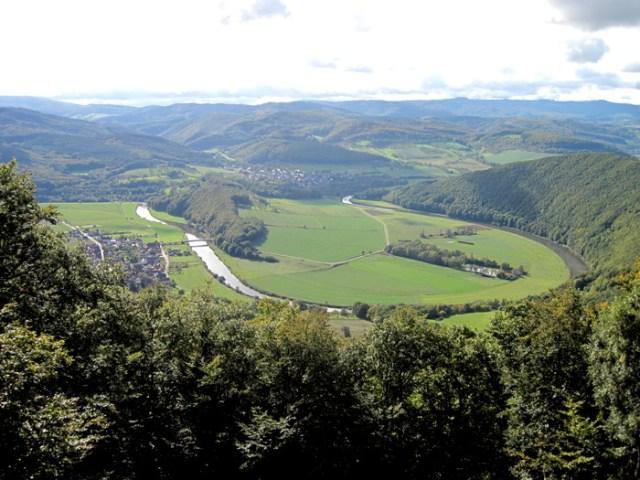 Der Grenzfluss: Werra. Blick von der Teufelskanzel im Osten.