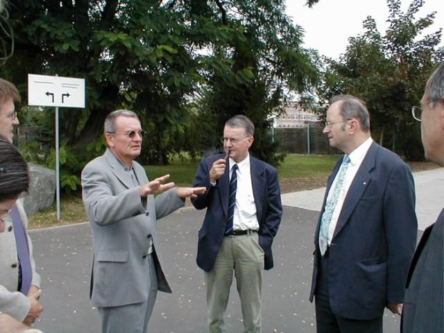 Der Landeskirchenrat besucht die Fa. Logatec in Kölleda, 2001