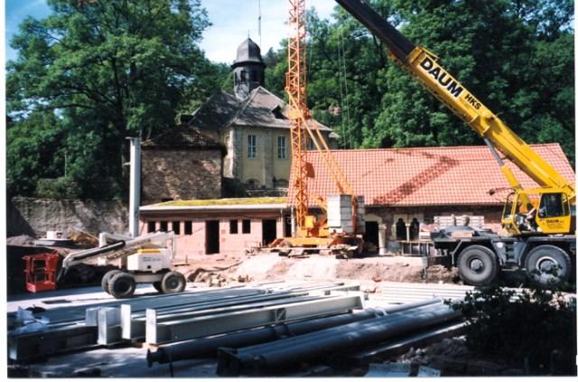 Bauarbeiten zum Westflügel, Stadtmauer und Gartenhaus.