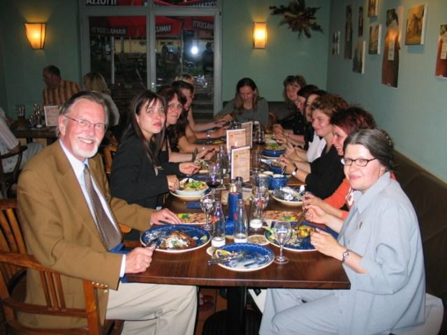 Anschließend gemeinsames Essen mit Prof. Dr. Nipkow (links).