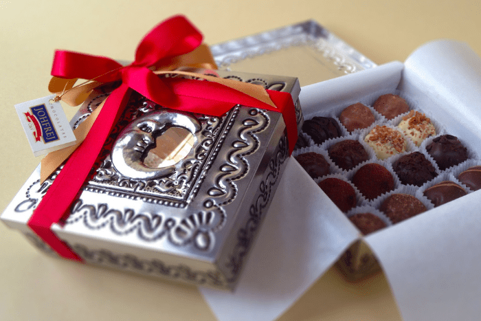 Make the right decision by buying a box of chocolates to give as a gift