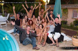 Tout le monde, sauf Val qui prend la photo.