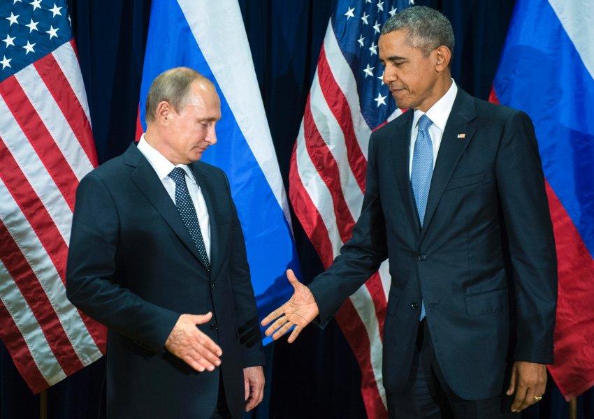 US-Präsident Barack Obama, rechts, und dem russischen Präsidenten Wladimir Putin posieren für Mitglieder der Medien vor einer bilateralen Sitzung Montag, 28. September 2015, am Sitz der Vereinten Nationen. (Mikhail Klimentyev / RIA-Novosti, Kremlin Pool Foto via AP)