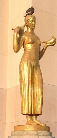 3.Paris Statue Pigeon