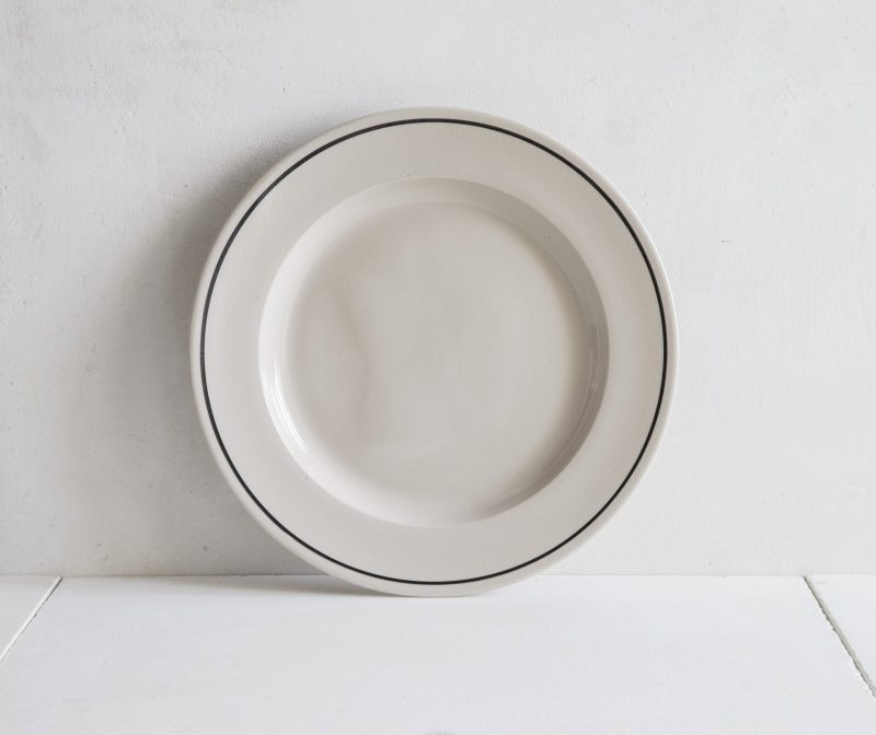 Stoneware dinner plate with black line