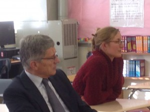 Chairman Tom Wheeler and Stephanie Travaille observe Blended Learning