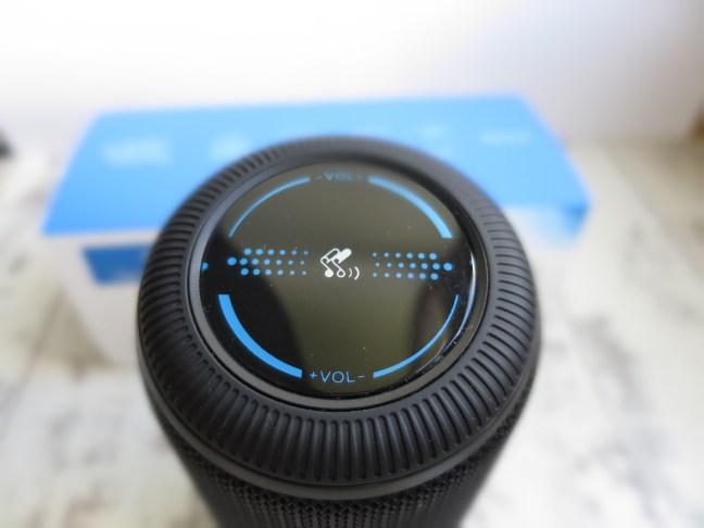 SoundPEATS P4 Skip Buttons