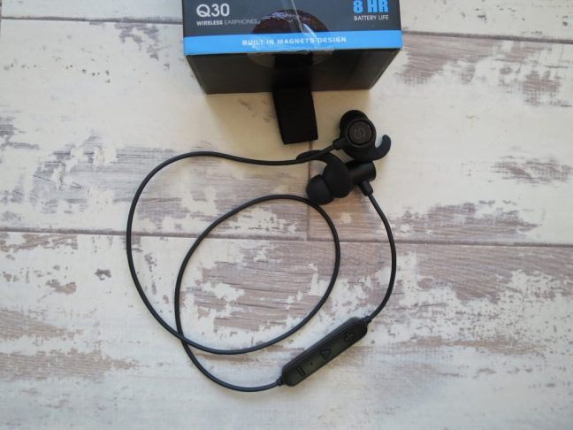 Soundpeats Q30 bluetooth headphones and box