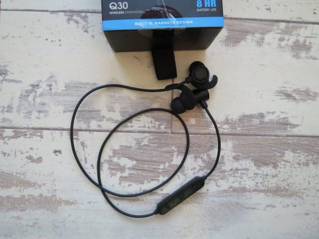 Soundpeats Q30 bluetooth headphones and box