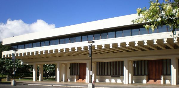 1024px-Honolulu-EWC-JeffersonHall-wide