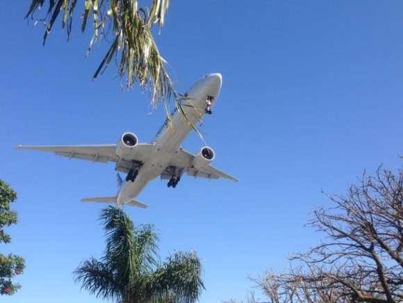 American's new B777-300ER landing in Los Angeles